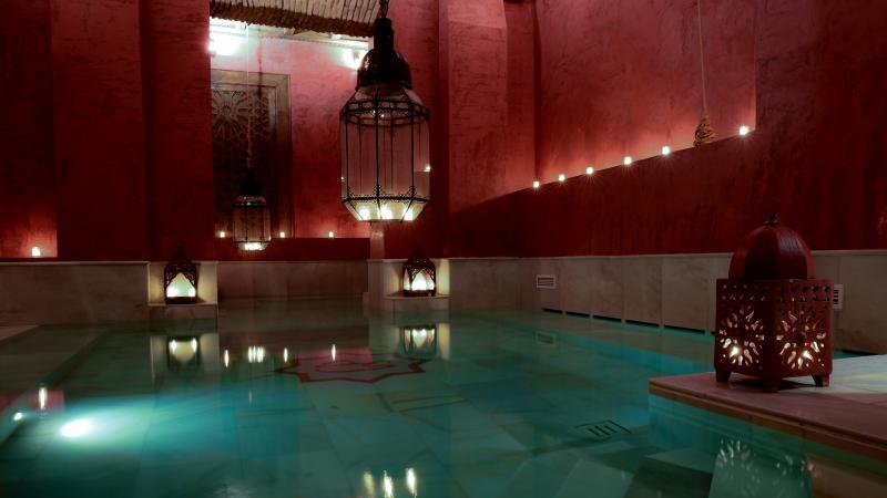 Baño termal y aromaterapia y masaje relajante